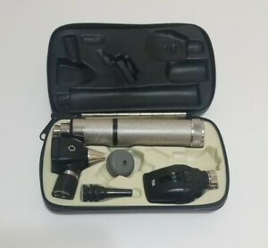 Welch Allyn Set Otoscope 11720 In Case Needs Battery