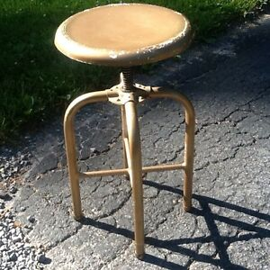 Antique Vtg Ind Metal Doctors Stool Adjust 18 To 24 13 Seat Very Good