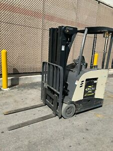 2012 Crown Electric Forklift Narrow Aisle Counterbalance Dockstocker