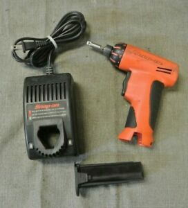 Snap On 1 4 Screw Gun W battery Charger 118528 26 Nw