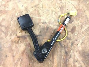 2001 Ford Escape Seat Belt Pretensioner Buckle Receiver Driver