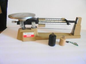 OHAUS TRIPLE BEAM BALANCE SCALE 2610g with TWO ATTACHMENT WEIGHTS