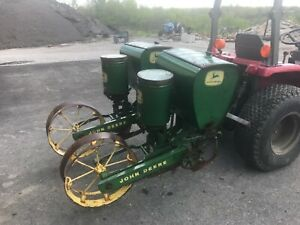 John Deere 24 b Two Row Corn Planter