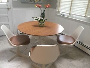 Vintage Mid Century Burke Tulip Table And 4 Chairs Saarinen Style