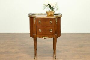 Oval Vintage Italian Inlaid Marquetry Nightstand Lamp Or End Table 31036