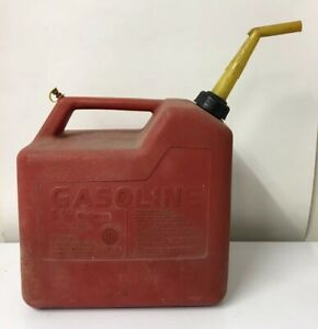 Vintage Chilton Gasoline Container Gas Can 5 1 4 Gallon P50 Screen Spout Vented