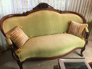 1800s Antique Victorian Beautifully Carved Sofa
