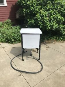 Single Vintage Wash Tub Stand With Top Tray And Hose
