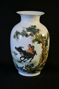 Chinese Vintage Porcelain Vase 9 Inches Tall