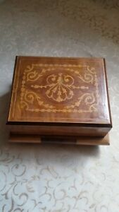 Antique Italian Inlay Marquetry Wood Sorrento Cigarette Dispenser Music Box