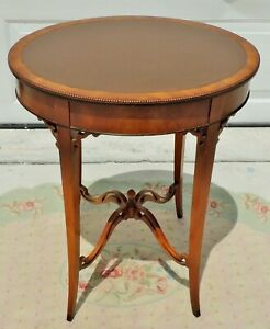 Antique Vtg True Grand Rapid Oval Leather Walnut Burl Wood Side End Accent Table