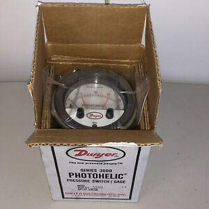 Dwyer A3320 Photohelic Pressure Switch gauge Series A3000 New Old Stock