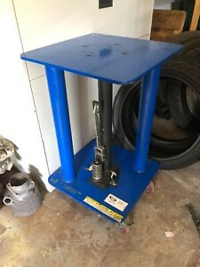 Vestil Manual Hydraulic Post Table 500 lb Cap ht 05 1818