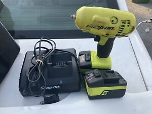 Mint Snap on Ct8810b 3 8 Cordless Impact Wrench Kit 2 Batteries And Charger