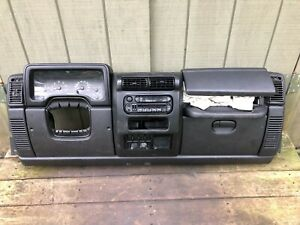 Black Sahara 03 06 Jeep Tj Wrangler Factory Dash Assembly Dashboard Complete
