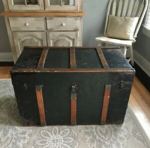 Antique Vintage Storage Trunk 37 Large Immigrant Chest Coffee Table Flat Top