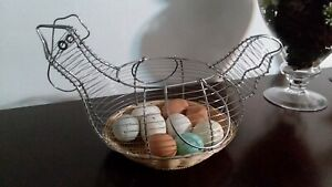 Vintage Farmhouse Metal Wire Chicken Egg Basket Rooster Hen Eggs Included