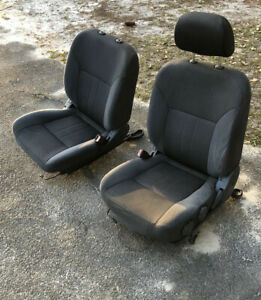 2004 Nissan Frontier Crew Cab Front Seats