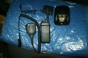 Motorola Xrp3300e 2 Way Radio 15 Channels With Mic And Charger