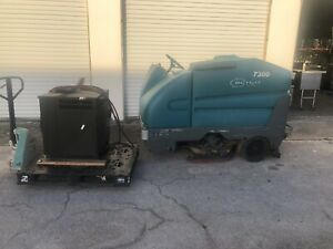 2014 Tennant 7300 40 Rider Floor Scrubber With Charger