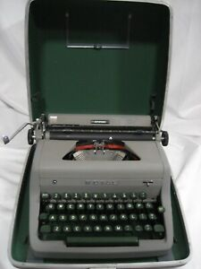 Refurbished Royal Keystone 1 Portable Manual Typewriter W hard Case W warranty