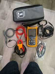 Fluke 125 Scope Meter 40 Mhz