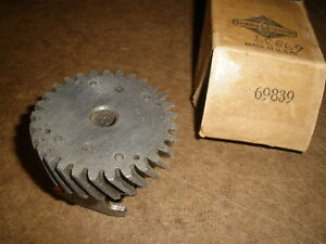Briggs Stratton Gas Engine Governor Gear Assembly 69839 New Old Stock Vintage