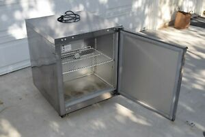 Traulsen Uht27 r Stainless Steel Refrigerator Undercounter 115v 1ph Guaranteed