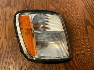 1998 1999 2000 2001 2002 Isuzu Trooper Passenger Side Turn Signal Marker Oem