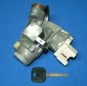 2006 2011 Toyota Yaris Ignition With Key For Auto Trans removed From A Yaris