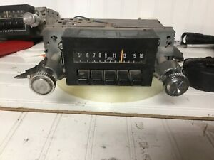 Vintage Ford Factory Am Radio 8c D8ef 18806 With Knobs Great Condition