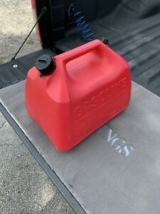 Vintage Rubbermaid gott Gas Can 5 Gal Vented W screened Flexible Spout Mod 1251