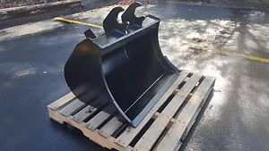 New 36 Grading Bucket For A John Deere 60 G With Zts Coupler With Bolt On Edge