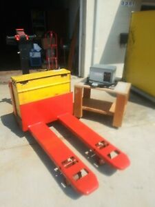 Raymond 111 f60l 6000lb Capacity Electric Pallet Jack W 24v Battery Charger