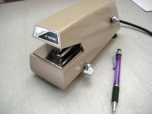 Used Swingline Model 67 Electric Stapler 25 Sheet Cap Beige W warranty