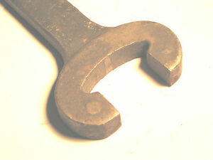 1 43 64 Old Style Swivel Bench Vise Through Nut Wrench Handle Vintage Tool