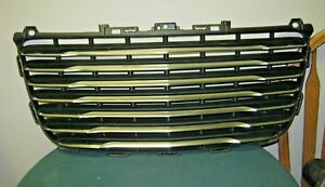 2011 Chrysler 300 Grille
