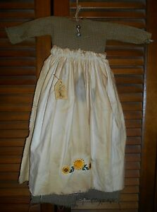 Primitive Wall Decor Dress Green Check W Apron Sunflowers Sunflower Prim Grungy