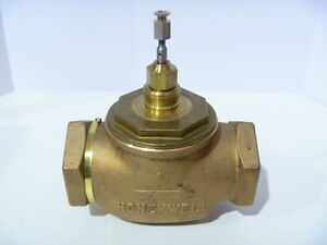 2 1 2 Honeywell V5011f 1196 1 Bronze 2 way Threaded Globe Valve New Old Stock