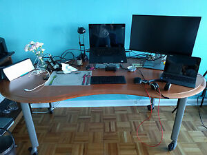 Hardwood Mobile Table Office Desk Rolling On Locking Casters In Good Condition