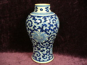 Antique 17 18c Chinese Blue White Porcelain Jar Vase Chenghua Mark