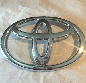 Genuine Toyota Tundra 2005 Front Grille Emblem Badge Genuine Oem 753110c020