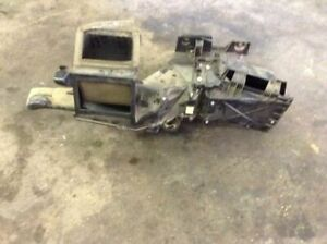 99 00 01 02 03 04 05 06 07 Ford F250 F350 Under Dash Heater Box Duct