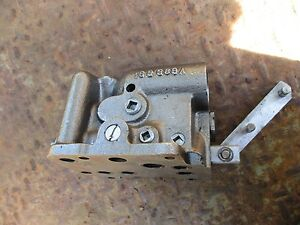 1966 Oliver 1850 Diesel Farm Tractor Hydraulic Valve 163389a Free Shipping