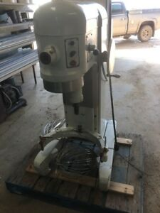 Hobart H 600 T 60 Quart Mixer With Attachments