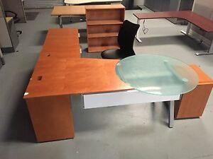 Modern Cherry Finish Wt Glass Table Executive Lounge Office Set