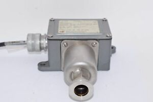 United Electric Controls Ue Type J6 14398 Chamber Pressure Switch