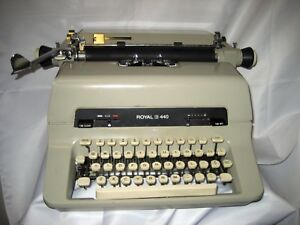 Refurbished Royal 440 Manual Typewriter 10p W original Dust Cover