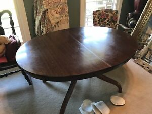 Antique Cherry Dinning Table Oval