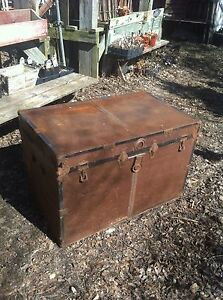 Vintage Idustrial Wardrobe Storage Steamer Trunk Coffee Table Bar Rusty Gold